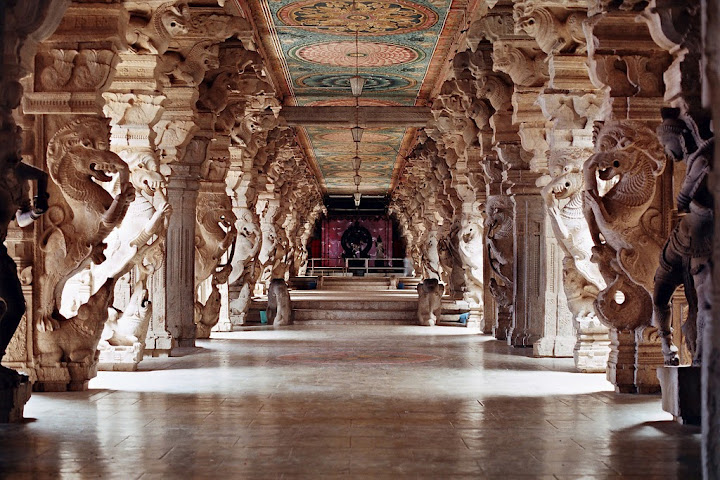 Thousand Pillar Hall....Check the majestic sculptures...