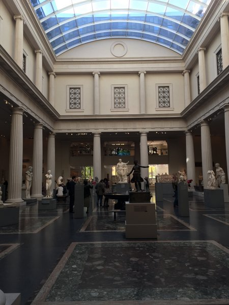 The huge lobby cum sculpture gallery...