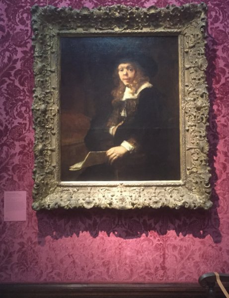 © Rembrandt.... yes he gets a velvet wall!